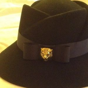 Accessories - Gorgeous 100% wool hat
